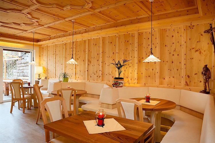Villa gang gasthof restaurant dorf tirol frühstück zimmer mit