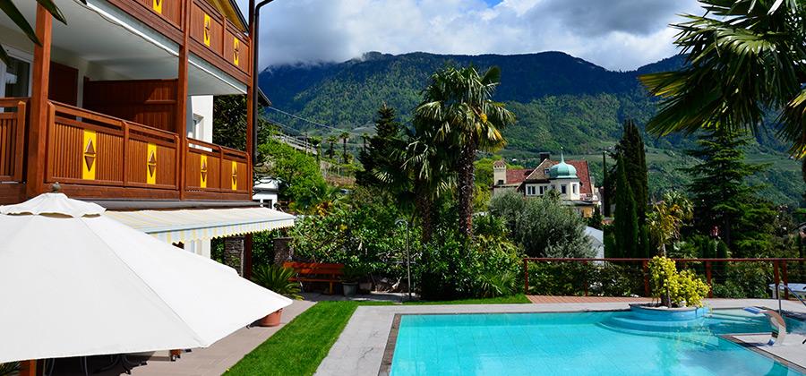 Villa mit garten und pool